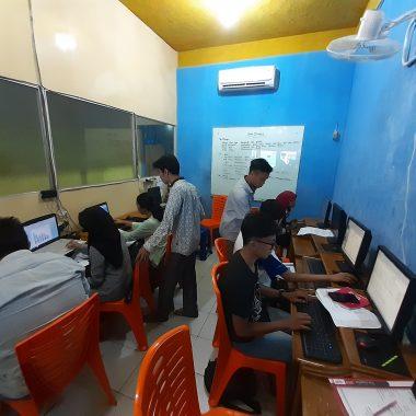 Kursus Komputer; Akuntansi dan Bahasa Inggris